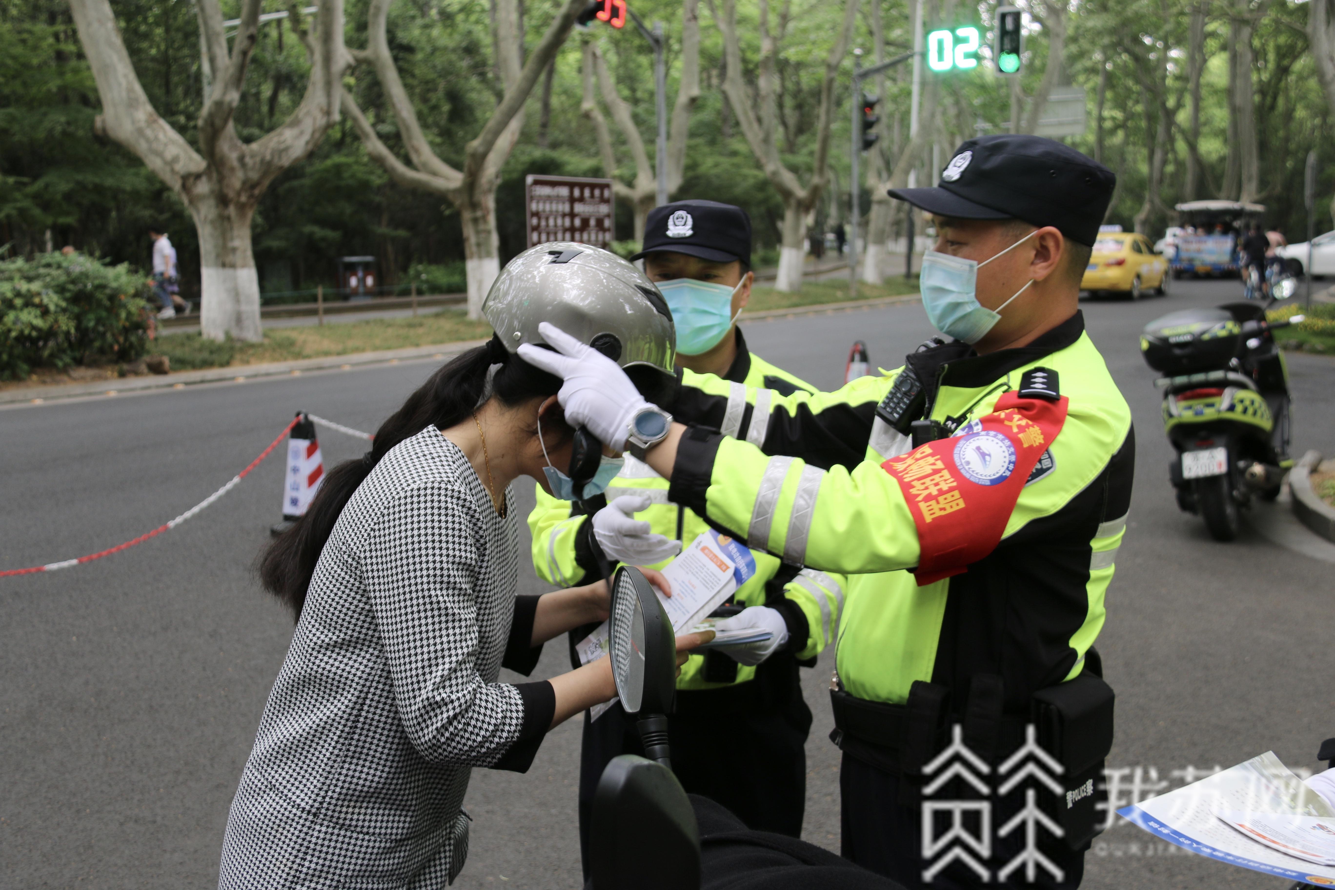 """头盔■南京刮起""""最炫文明风"""",佩戴头盔渐成出行""""新风尚"""""""