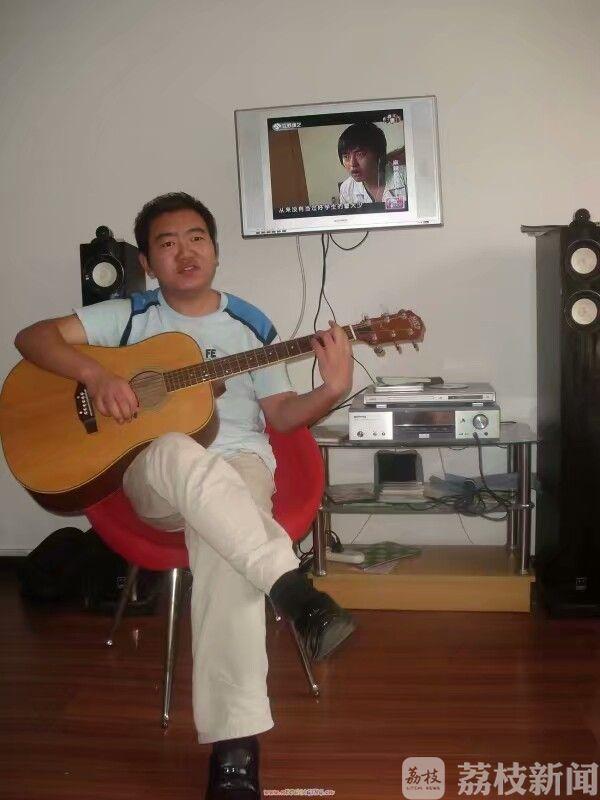 【励志故事】一把吉他一首歌 句容盲人小伙用音乐演绎多彩人生(附视频)