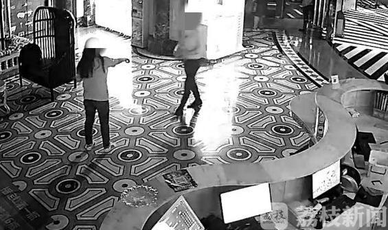 女子:两女子KTV内互殴 被嫌唱歌太难听