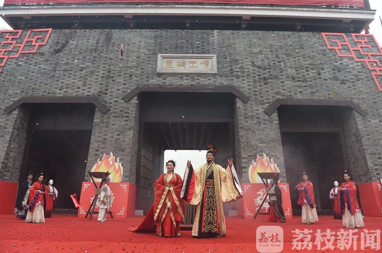 江苏各地景区与游客共度新年,