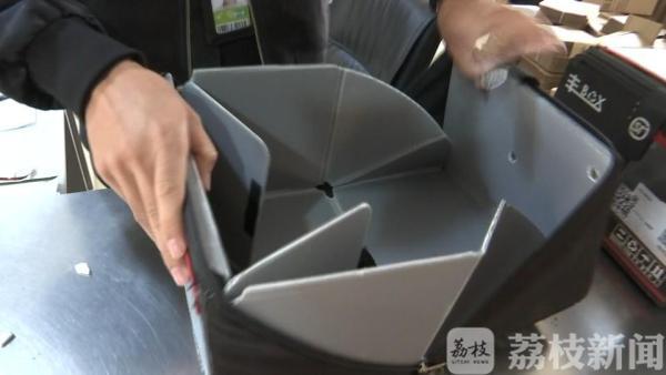 循环利用更环保 无锡不少快递网点添加绿色回收箱