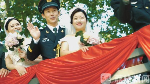 橄榄绿配婚纱白 55对新人集体婚礼迎国庆