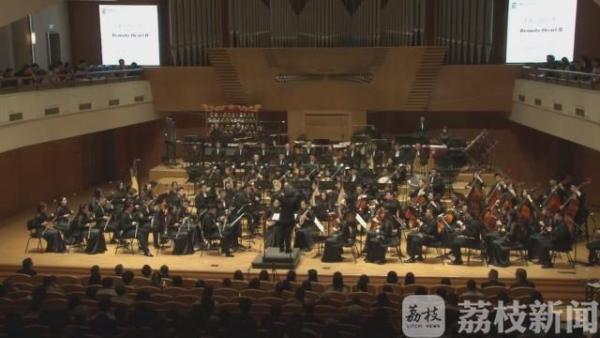 音乐会在著名指挥家彭家鹏的指挥下,上演了《长歌行》、《澳门随想曲》以及两首国外作曲家创作的作品。北京现代音乐节从5月19日到26日,由中央音乐学院和国家交响乐团联合主办,来自世界20多家知名乐团将陆续献演。