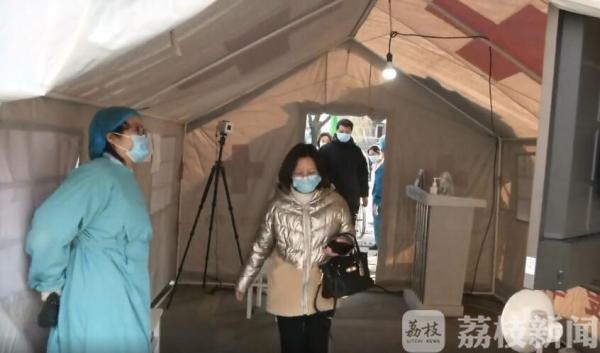"""无接触式体温测试在扬州上线 """"看一眼""""就知道你发没发热"""
