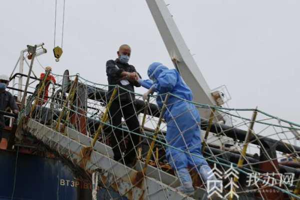 一名外籍船员被重物砸中肋骨断裂