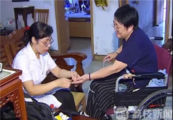"""镇江:最美社区医生杨凌 居民健康的""""守护神"""""""