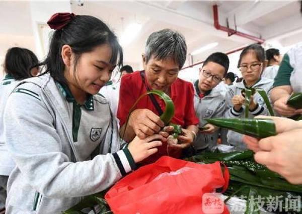 包粽子、编蛋兜、诵诗词……南京多所学校带孩子们提前过端午!