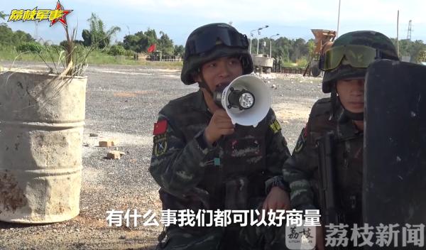 模拟暴恐分子劫持人质 武警官兵全面锤炼综合作战能力(视频)|荔枝军事