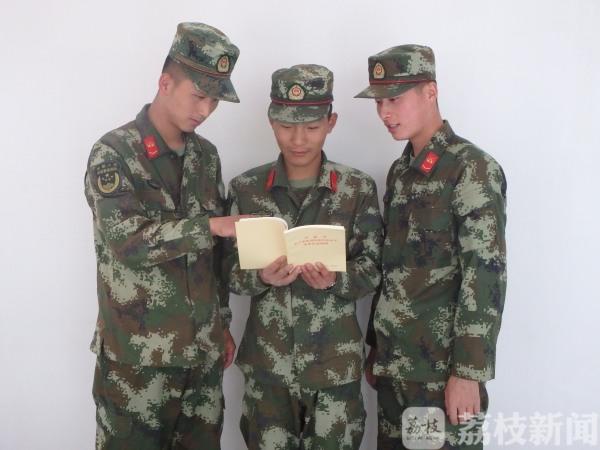 荔枝军事:看兵哥哥是怎样学习主席经典语录的