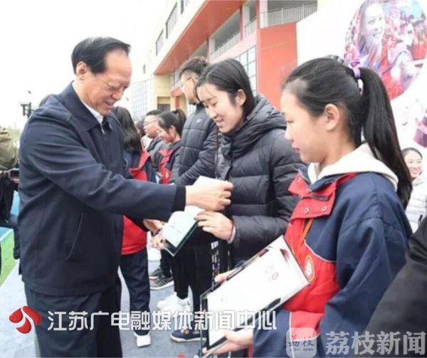 奥运冠军来了!惠若琪走进学校当起了体育老师!
