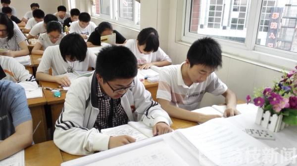 新春走基层:从困难学生到高考传奇人物 姜堰这位老师有办法!